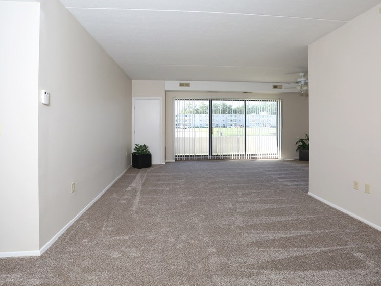 Spacious Living Room at Stone Pointe Apartments, Willoughby, 44094