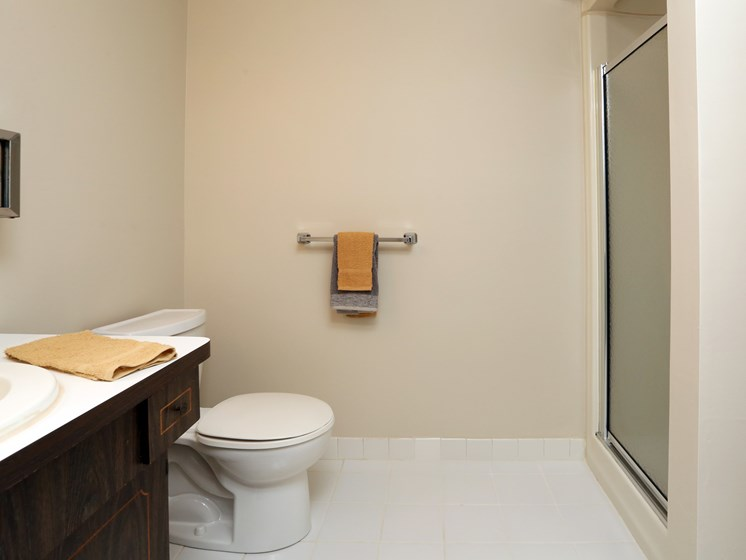 Designer Bathroom Suites at Stone Pointe Apartments, Willoughby