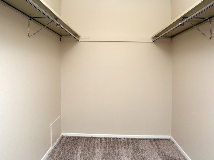 Walk-in Closet at Stone Pointe Apartments, Ohio