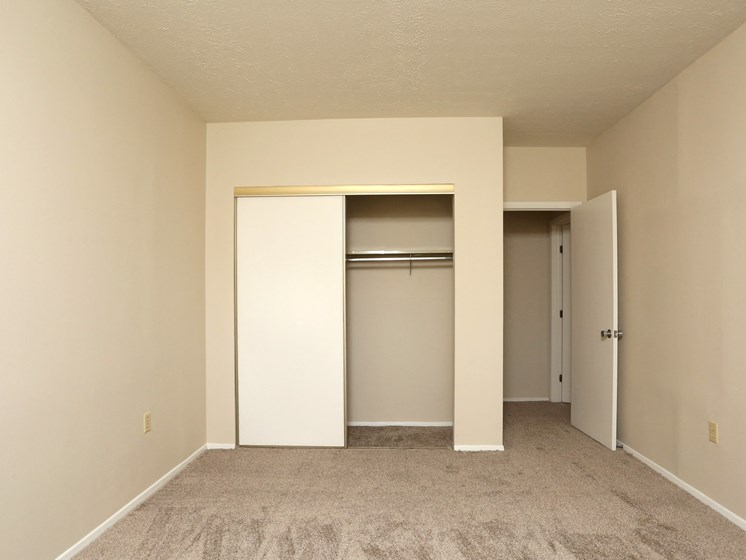 Bedroom With Closet at Stone Pointe Apartments, Ohio, 44094