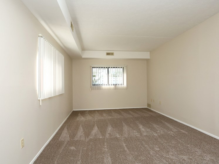 Carpeted Bedroom at Stone Pointe Apartments, Willoughby, OH, 44094