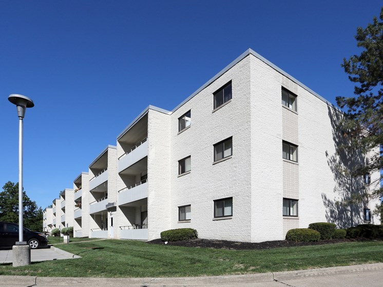 Exterior at Stone Pointe Apartments, Willoughby, OH, 44094