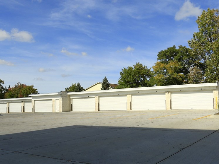 Garages Available at Ridgewood Park Apartments, Ohio