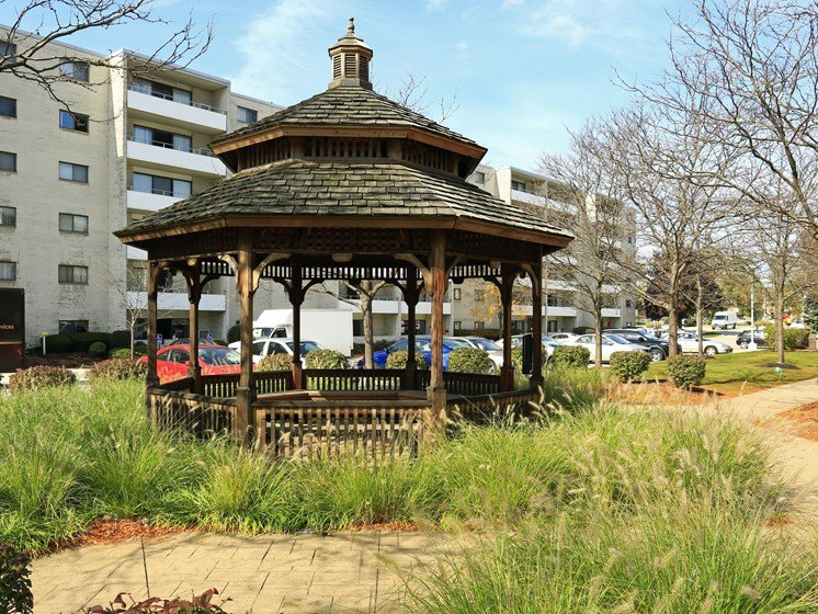 Outdoor Gazebo at Ridgewood Park Apartments, Parma Heights, 44130
