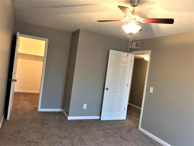 Apartments in New Albany, IN Living Closet