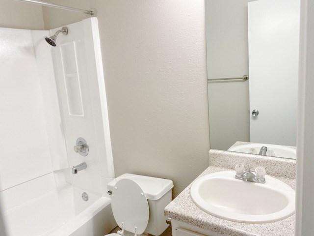 B1 - Cottages Bathroom