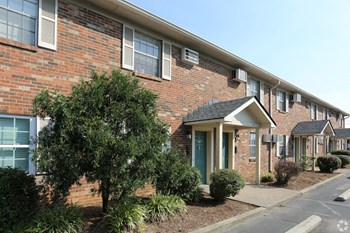 813 Eastern Boulevard 1-2 Beds Apartment for Rent Photo Gallery 1