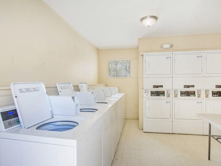 Oaks at Sylacauga Laundry Room