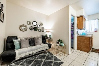 1933 Dallas St 1 Bed Apartment for Rent Photo Gallery 1