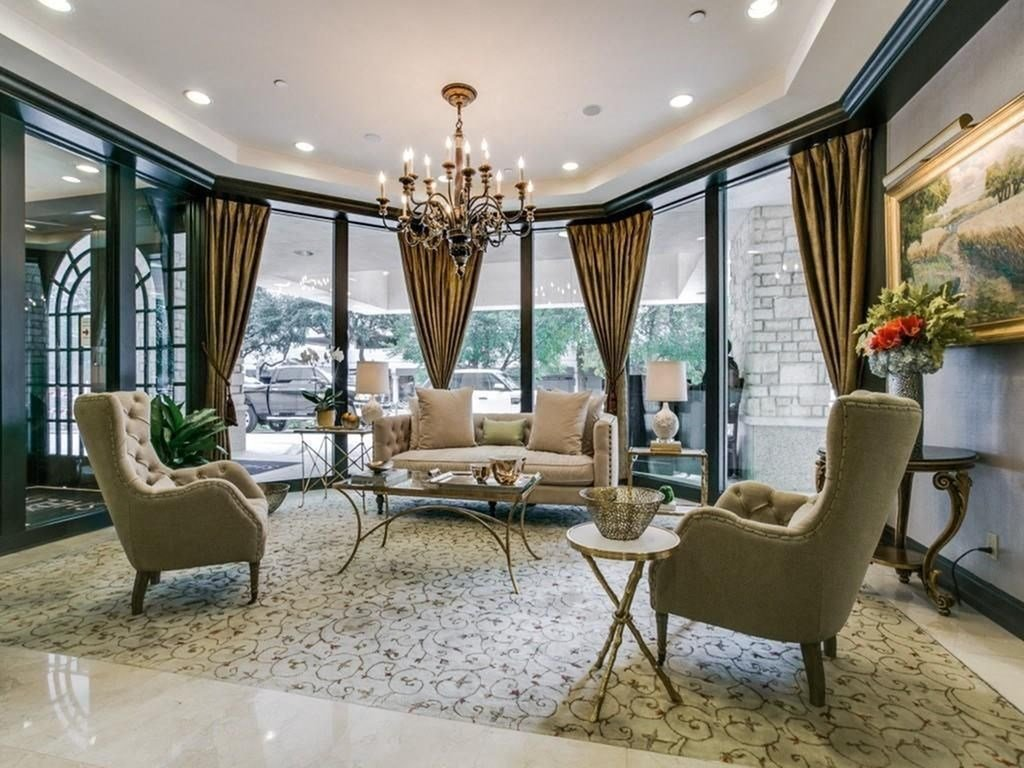 Resident Lounge with Elegant Seating