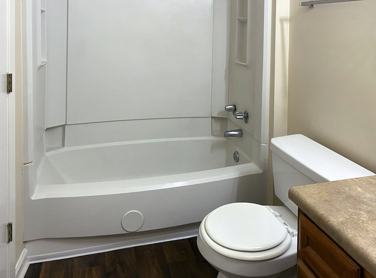 bathroom with tub and toilet