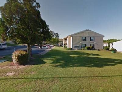 Autumn Chase Apartments in Mobile, AL 36695 lush landscaping