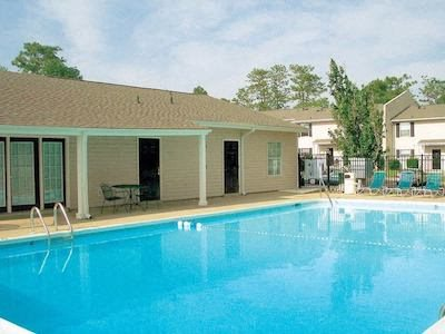 Autumn Chase Apartments in Mobile, AL 36695 swimming pool and aqua deck
