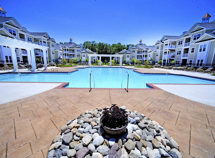Fenwyck Manor Apartment Homes Chesapeake, Greenbrier VA 23320 sparkling swimming pool