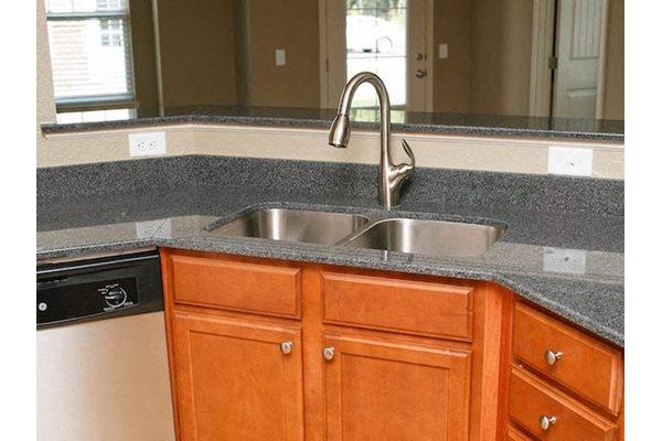 Fenwyck Manor Apartments Chesapeake, VA 23320 granite countertops in kitchen