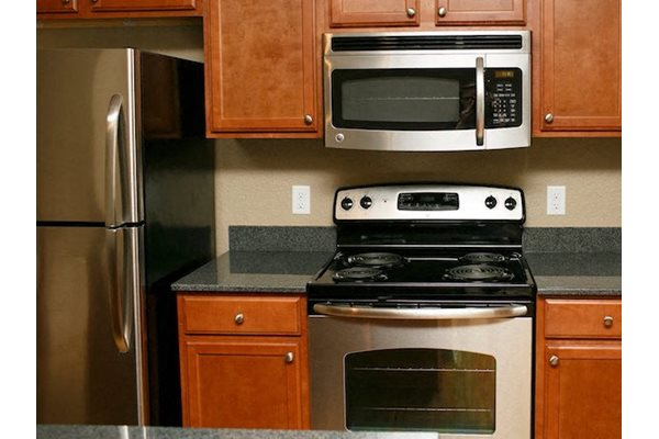 Fenwyck Manor Apartments Chesapeake, VA 23320 stainless-steel appliance package