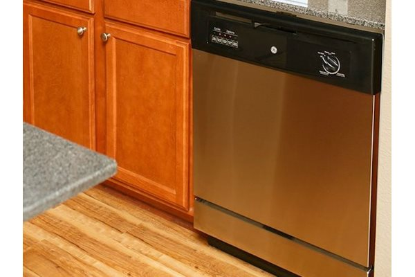 Fenwyck Manor Apartments Chesapeake, VA 23320 dishwasher in every home