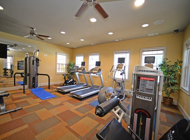 Fenwyck Manor Apartment Homes Chesapeake, Greenbrier VA 23320 fitness center with cardio and free weights
