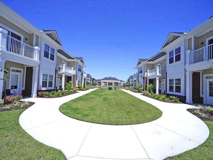 Fenwyck Manor Apartment Homes Chesapeake, Greenbrier VA 23320 walking path