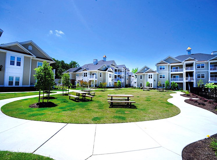 Fenwyck Manor Apartment Homes Chesapeake, Greenbrier VA 23320 picnic park