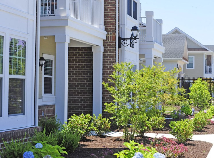 Fenwyck Manor Apartment Homes Chesapeake, Greenbrier VA 23320 spring landscaping