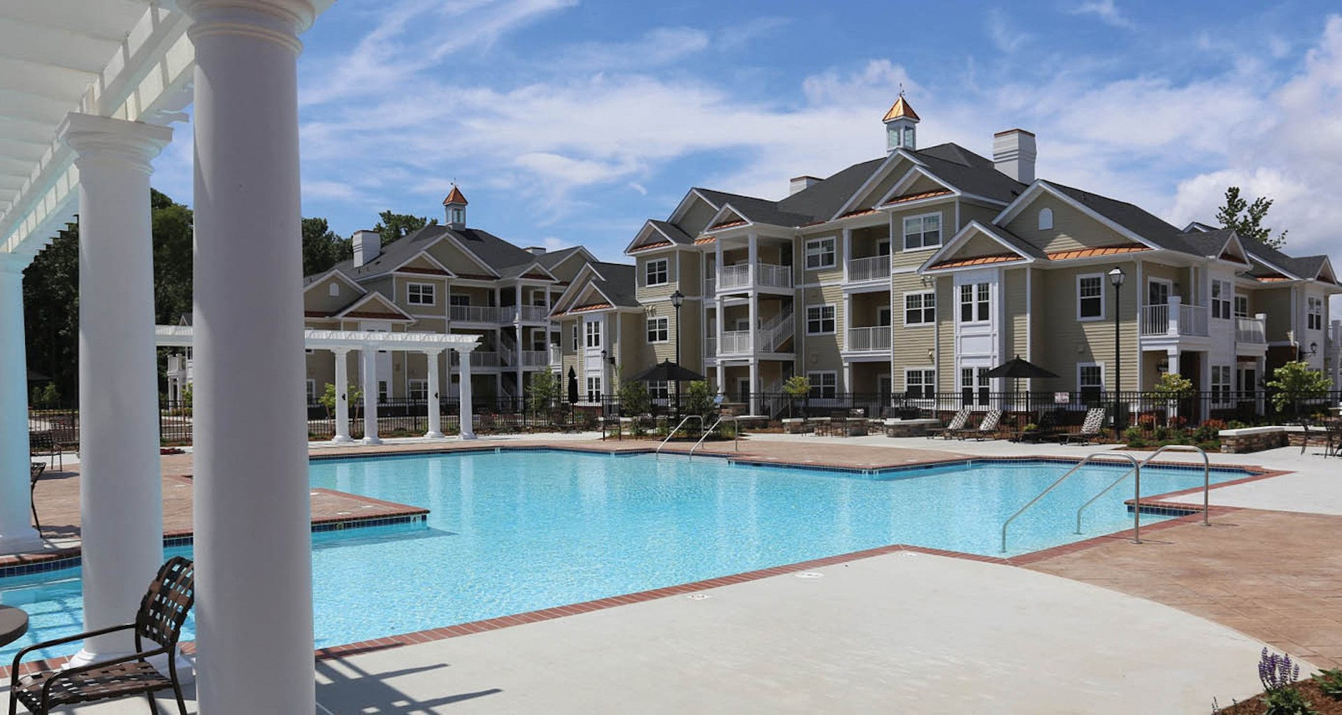 Fenwyck Manor Apartments Chesapeake, VA 23320 pergola and swimming pool