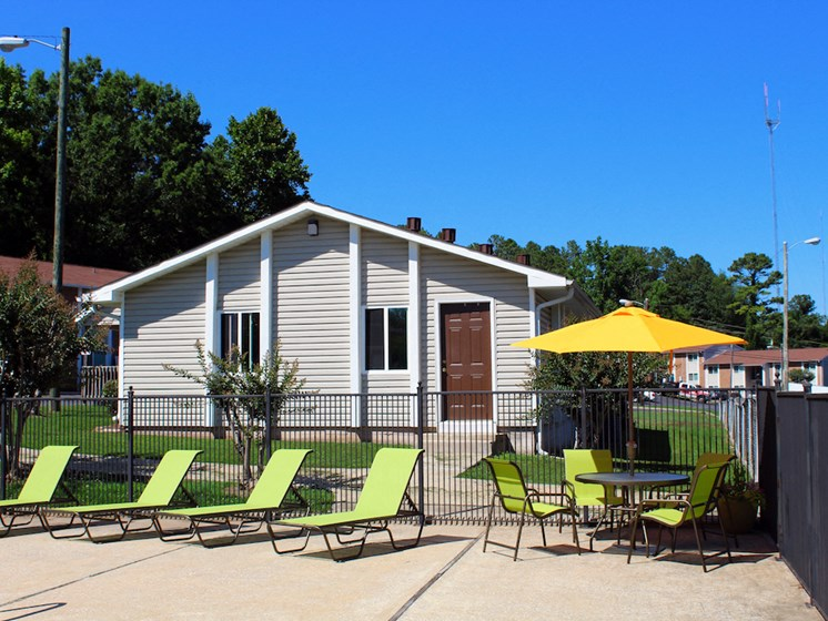 Mountain Woods Apartment Homes Homewood Birmingham, AL 35209 new pool furniture with tables and umbrellas
