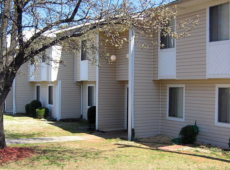 Shadowood Apartments Oxford, AL Anniston, AL 36207 well-kept homes