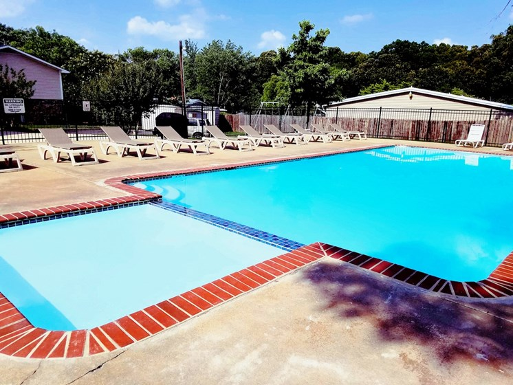 Shadowood Apartments Oxford, AL Anniston, AL 36207 sparkling saltwater pool