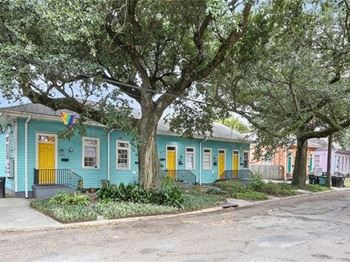 2425 Bienville Street 3 Beds Apartment for Rent Photo Gallery 1