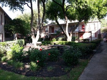 14900 Memorial Drive 1-3 Beds Apartment for Rent Photo Gallery 1