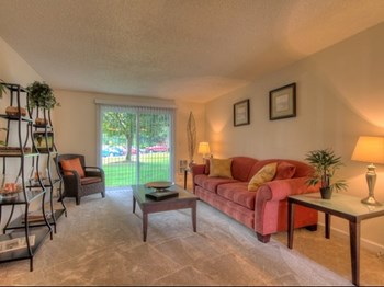 7800 Southwest Sagert Street 1-3 Beds Apartment for Rent Photo Gallery 1