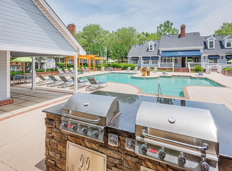 avenue at harbison pool and outdoor kitchen