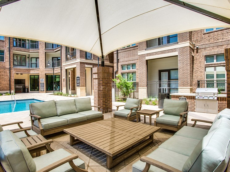 Bell Frisco Market Center apartments poolside seating