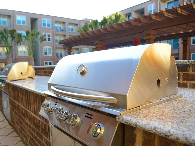 Bell Frisco Market Center apartments pool grill