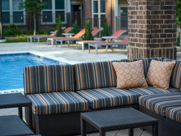 Bell Frisco Market Center apartments pool