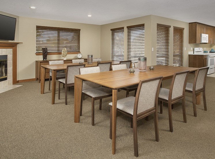 Rivergreens Apartments - Clubhouse Meeting Space