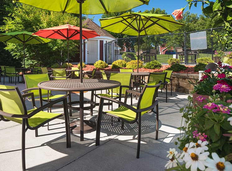 Bass Lake Hills Townhomes - Clubhouse Patio