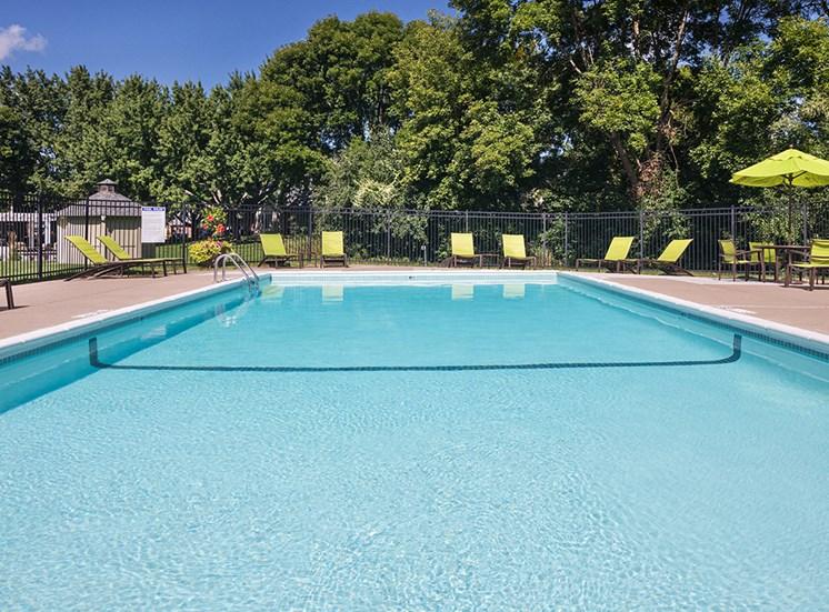 Birch Lake Townhomes - Pool