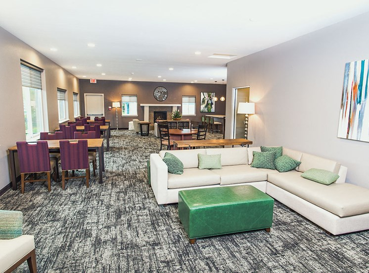 The Fountains - Clubhouse Seating Area