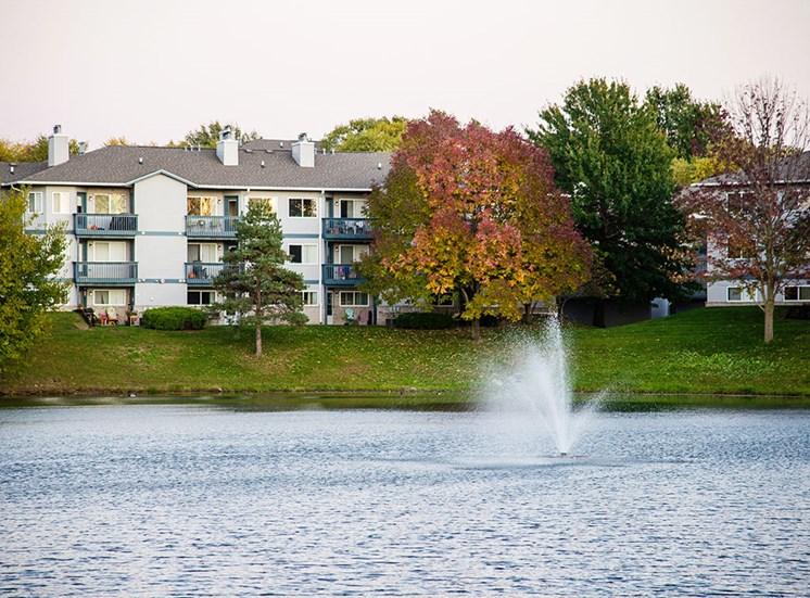 The Fountains - Lake & Exterior