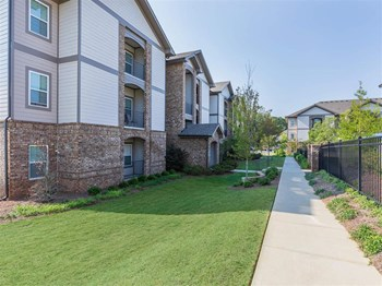 2080 One White Oak Ln 1-3 Beds Apartment for Rent Photo Gallery 1