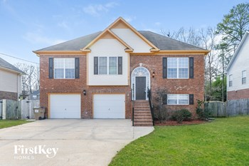 979 Hickory St 4 Beds House for Rent Photo Gallery 1
