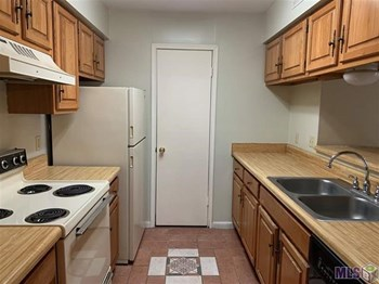 #B 2 Beds House for Rent Photo Gallery 1