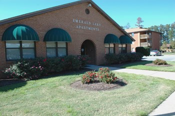 1500 Emerald Lake Circle 3 Beds Apartment for Rent Photo Gallery 1