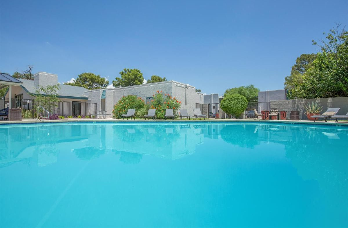 Pool at Yardz on Kolb in Tucson, AZ