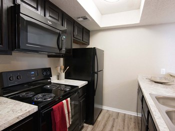 1301 W Hefner Rd 1-2 Beds Apartment for Rent Photo Gallery 1