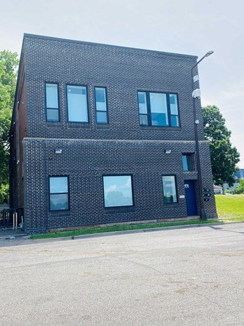 976 Bush Avenue 2-3 Beds Apartment for Rent Photo Gallery 1