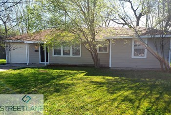 2222 8Th St 3 Beds House for Rent Photo Gallery 1