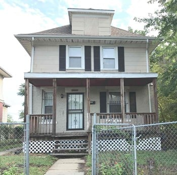 2002 E. 35th St. 3 Beds House for Rent Photo Gallery 1